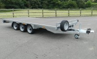 3550 With Optional 3rd axle and box section headboard